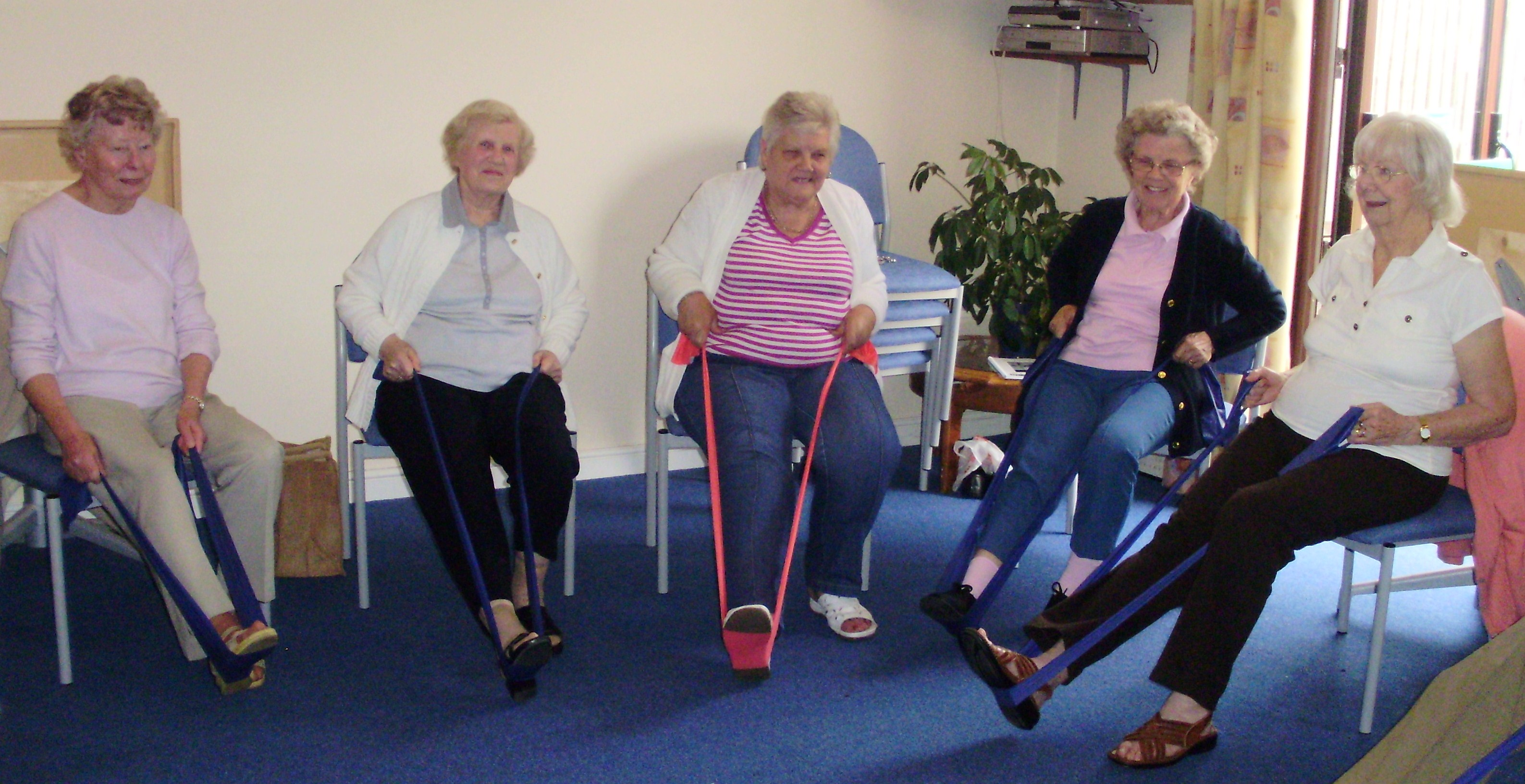 Chair exercise for seniors - Chair Aerobics Seniors Fitness Youthful Hearts